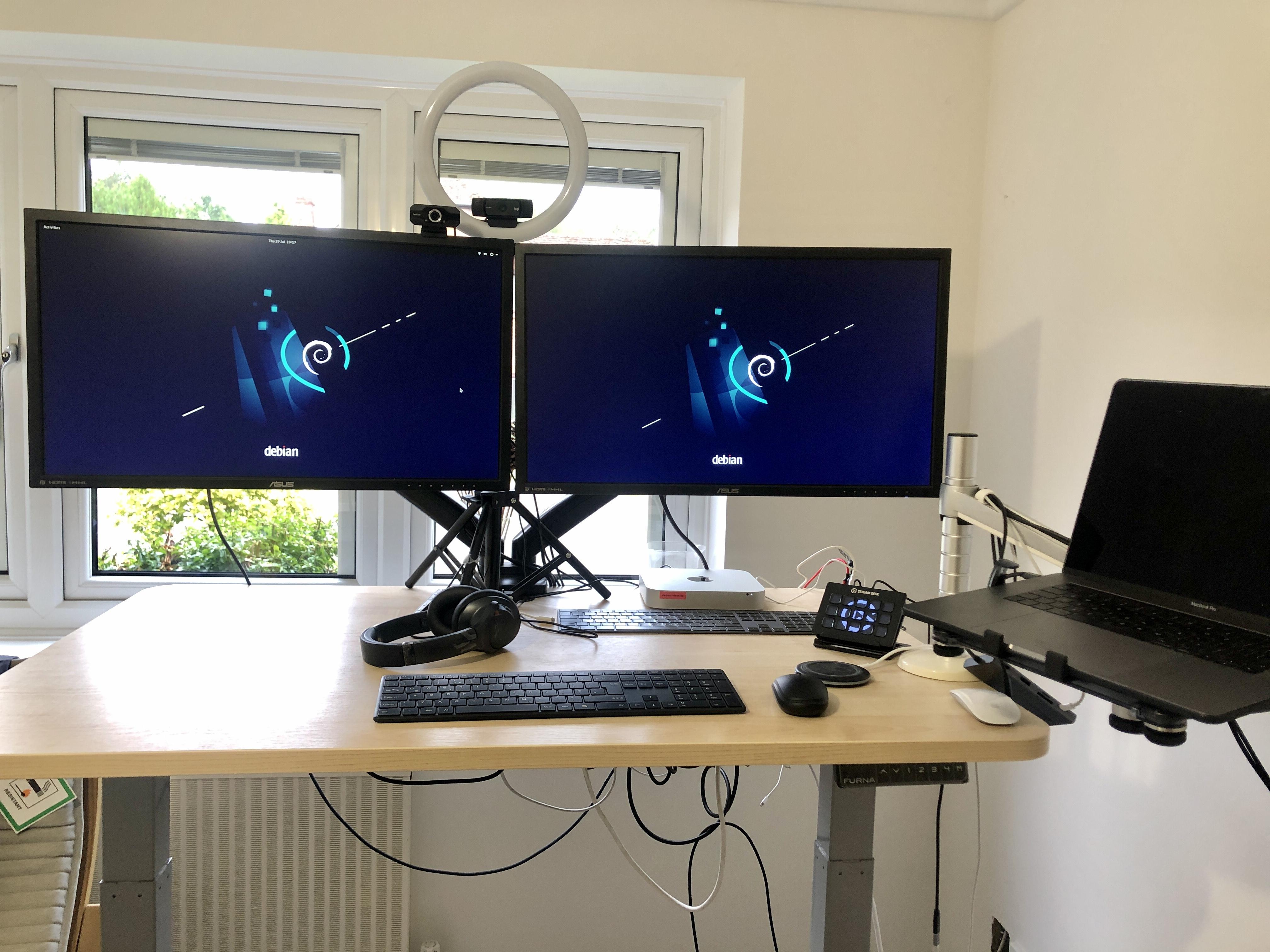 Mac Mini running Debian 11 Bullseye on two 4K screens